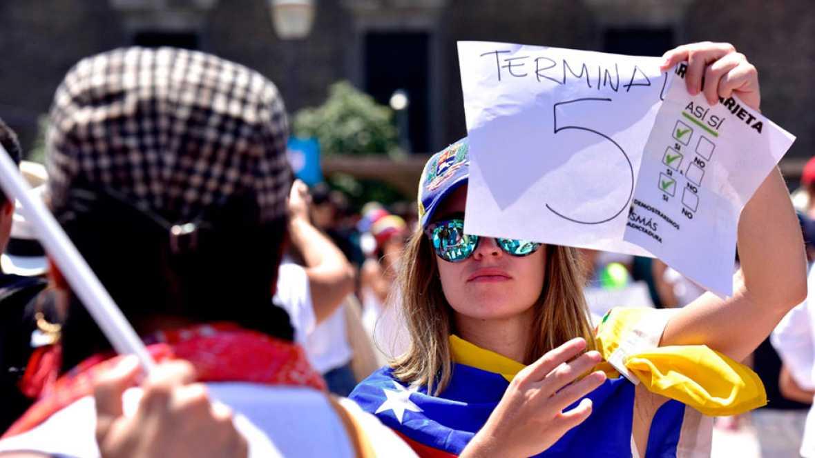 Los venezolanos votan en España la consulta sobre la Asamblea Constituyente