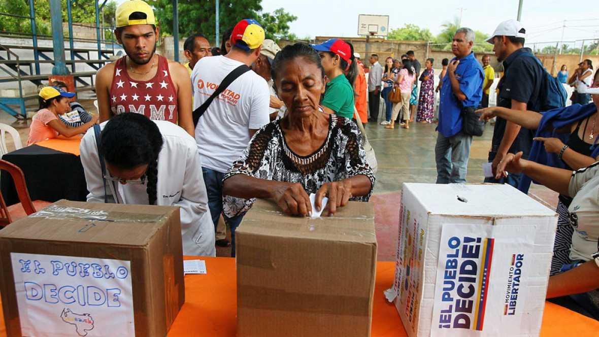 Mas de siete millones de venezolanos votaron en la consulta símbolica organizada por la oposición