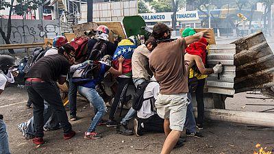 Dos muertos y cientos de detenidos durante la huelga general en Venezuela