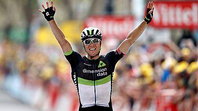 El noruego Edvald Boasson Hagen (Dimension Data) logró este viernes su tercer triunfo en el Tour de Francia, seis años después de haber conseguido sus dos victorias anteriores. El campeón del Noruega contra el crono, de 30 años, culminó una nutrida e