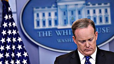Dimite Sean Spicer, portavoz de la Casa Blanca