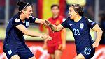 Francesca Kirby celebra el primer gol de Inglaterra (1-0)