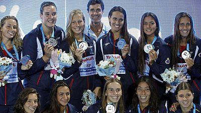 La selección española femenina de waterpolo se ha colgado la medalla de plata en el Mundial de Budapest, al perder en la final contra Estados Unidos.