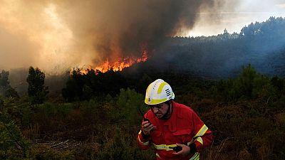 Continúa sin control el incendio declarado en la localidad de Yeste