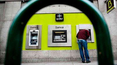 Dos hombres armados atracan una sucursal bancaria mediante la técnica del butrón
