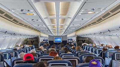 Más espacio entre los asientos de los aviones, una reclamación constante