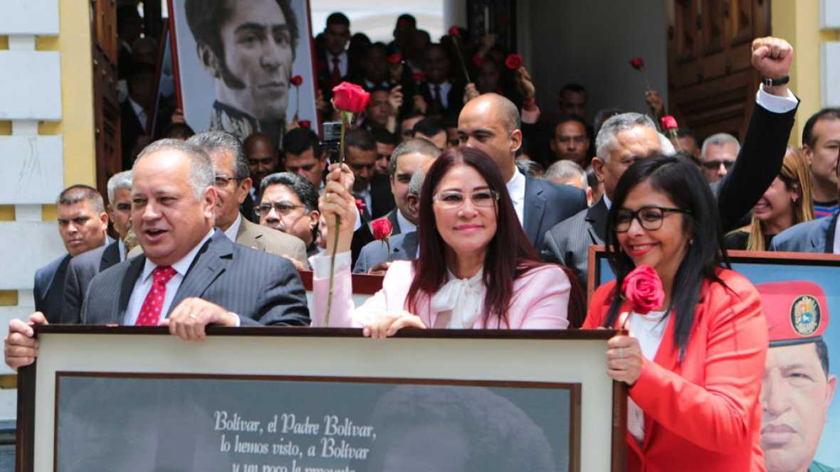 ¡MIENTRAS EL PUEBLO MUERE DE HAMBRE ! La Constituyente privilegió lo político sobre lo económico en su primer mes