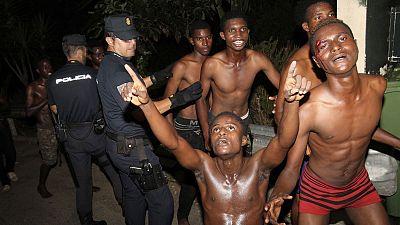 En Ceuta, cerca de 200 inmigrantes han cruzado la frontera por el paso del Tarajal