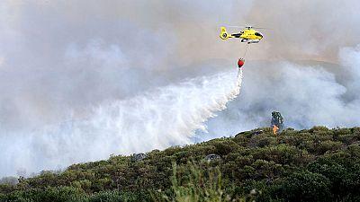 Un incendio en Ávila, cerca del Parque Regional de Gredos, obliga a cortar tres carreteras