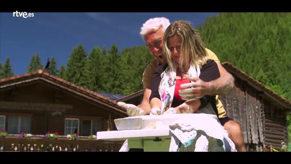 Hotel Romántico - Los cupidos organizan la cerámica en pareja