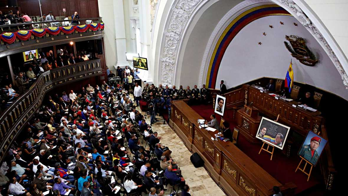 La Asamblea Constituyente de Venezuela celebra su primera sesión en el hemiciclo del Parlamento tras impedir el acceso de la oposición