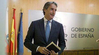 El Gobierno celebrará un Consejo de Ministros extraordinario este miércoles por la tarde para analizar la situación en el aeropuerto de El Prat tras la convocatoria de la huelga indefinida de los vigilantes de Eulen.Así lo ha confirmado el ministro d