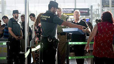 La presencia de la Guardia Civil en los controles de seguridad del Aeropuerto de Barcelona-El Prat ha reducido el impacto de la huelga de 24 horas indefinida de los trabajadores de Eulen con colas habituales para un día normal de agosto e inferiores