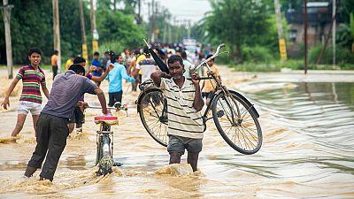 El Ministerio de Asuntos Exteriores ha confirmado que están sanos y salvos los 81 ciudadanos españoles atrapados por las inundaciones en un parque natural de Nepal. Algunos se preparan para volver a casa y otros seguirán haciendo turismo. En tres día