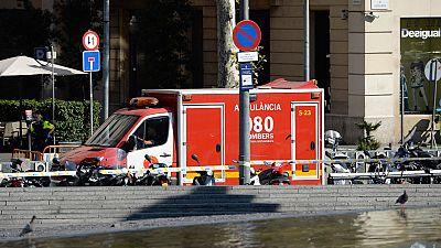 Varias personas han resultado heridas tras un atropello masivo en las Ramblas de Barcelona, según han informado los Mossos d'Esquadra.El atropello, que ha provocado el pánico en el centro de Barcelona, lo ha cometido una furgoneta de color blanco, cu
