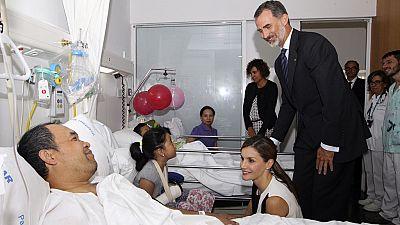 Los reyes visitan en el Hospital del Mar a las víctimas del atentado en Barcelona