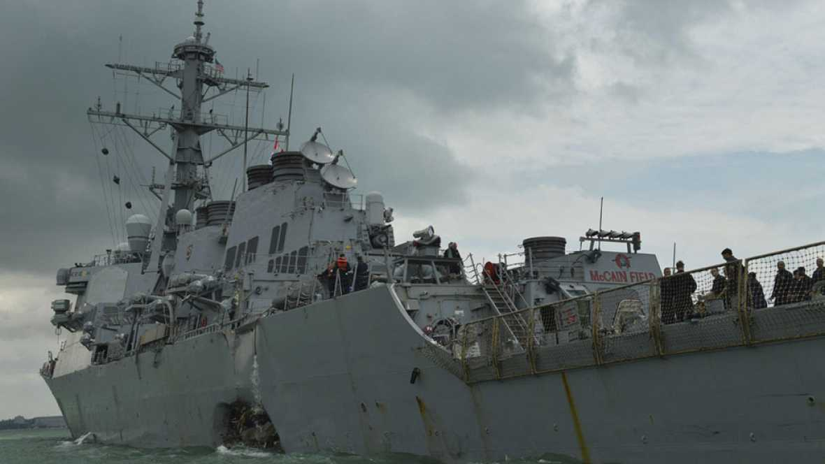 Diez desaparecidos tras colisionar un destructor estadounidense contra un mercante en Singapur