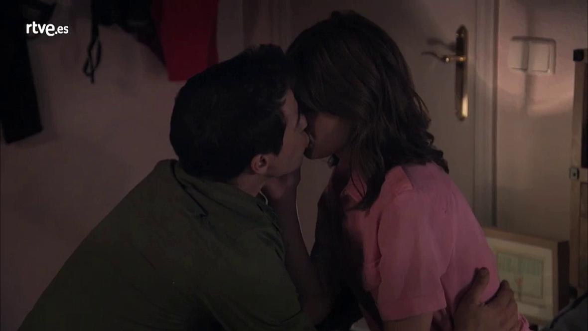 Servir y Proteger - Alicia y Rober pasan la noche juntos