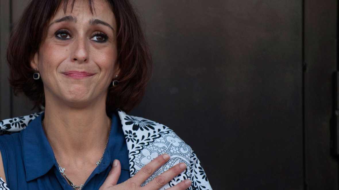 """Un juzgado de guardia de Granada ha decretado la libertad provisional para Juana Rivas, que se ha entregado este martes casi un mes después de incumplir la orden de entregar a sus dos hijos a su expareja.""""No me voy a la cárcel, me voy a mi casa con m"""