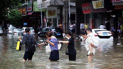 El tifón Hato golpea el sureste de China y deja al menos 12 muertos