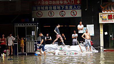 El tifón Hato golpea el sureste de China y deja al menos 16 muertos