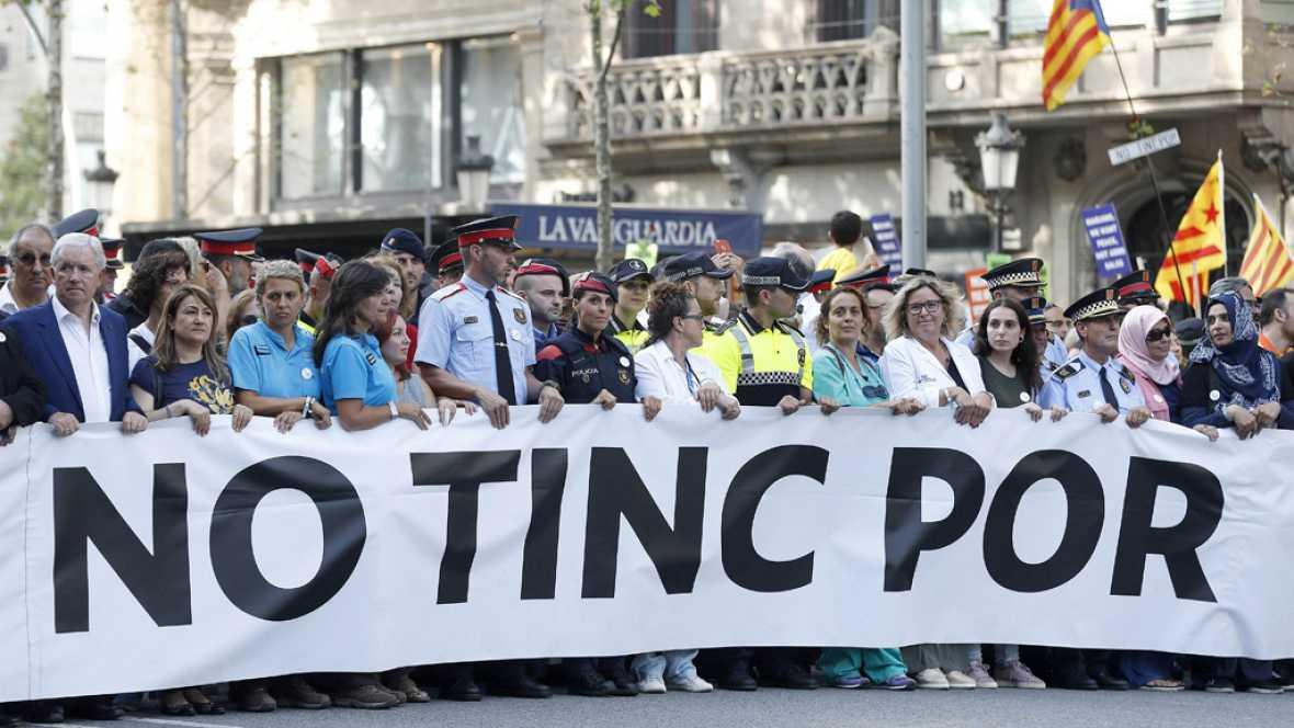 """Miles de personas invaden el corazón de Barcelona para gritar que pese al dolor y a la impotencia por los atentados """"no tienen miedo"""""""