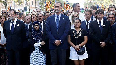 """Puigdemont pide """"no magnificar"""" los pitos al rey y a Rajoy"""