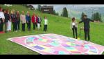 Hotel Romántico - Los huéspedes juegan al trivial alpino