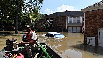 Harvey sigue avanzado por Estados Unidos mientras el agua baja en Houston