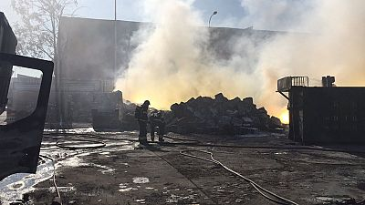 La nube tóxica del incendio en Fuenlabrada contiene aluminio y magnesio
