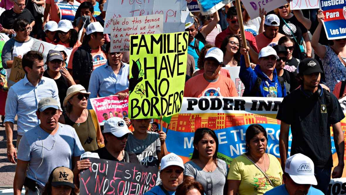 """Protestas contra la decisión de Trump de eliminar el programa que protege a los """"soñadores"""""""
