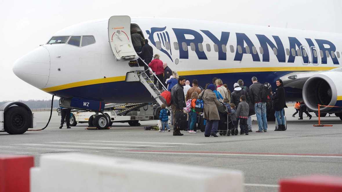 Ryanair cobrar por llevar la maleta de cabina arriba en el avi n telediario a la carta - Cabina ryanair ...