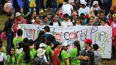 """El papa insta a los jóvenes colombianos a """"soñar a lo grande"""" para culminar el acuerdo de paz"""