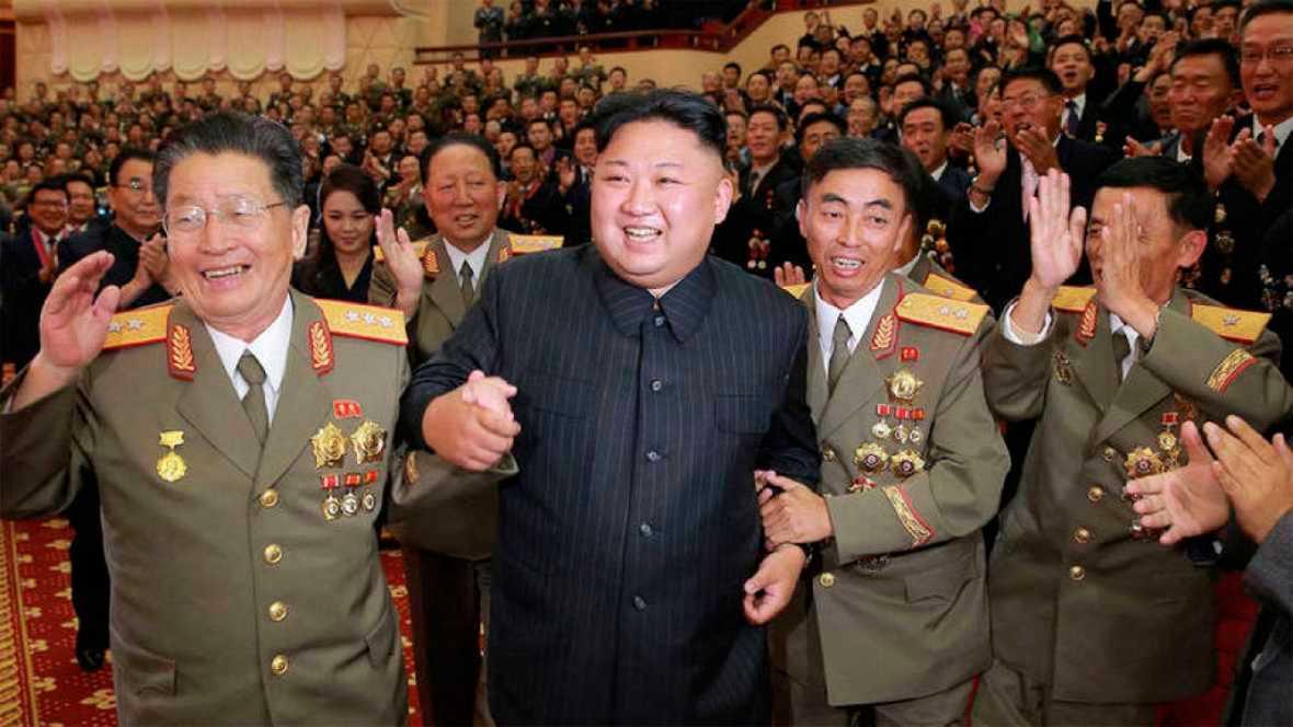 """El líder norcoreano, Kim Jong-un, ha calificado de """"gran victoria"""" la sexta prueba nuclear realizada por su país el pasado domingo y ha alabado la labor de los funcionarios y expertos que la llevaron a cabo, según informa la agencia estatal KCNA.Dura"""