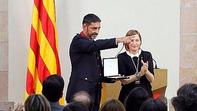 El Parlamento de Cataluña entrega sus medalla de honor a los cuerpos y servicios que actuaron tras los atentados