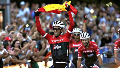 Con el dorsal '1' a la espalda, la bandera de España y con un  recorrido en solitario con su equipo al término de la etapa, la  organización de la Vuelta dio su particular despedida a un Contador  que recorrió sus últimos kilómetros como profesional,