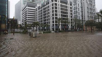 El huracán Irma inunda Florida y baja a categoría 2