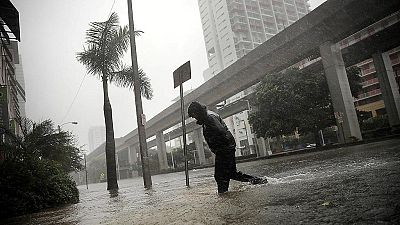 Irma pierde fuerza y se convierte en huracán de categoría 1 en su avance por Florida