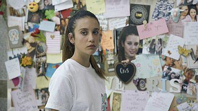 Si fueras tú - Alba descubre el altar que le dedicaron sus compañeros a Cristina Romero tras su desaparición