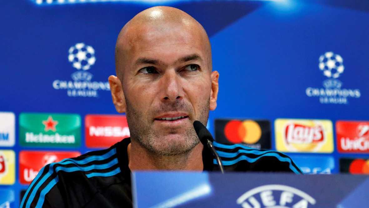 """El técnico del Real Madrid, Zinedine Zidane, ha desvelado que el club intentó fichar otro delantero tras las salidas de Morata y Mariano pero finalmento """"no se ha podido"""". No obstante, el francés no quiere darle más vueltas al asunto y adelanta """"una"""