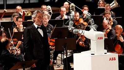 YuMi, el robot que sabe dirigir a una orquesta