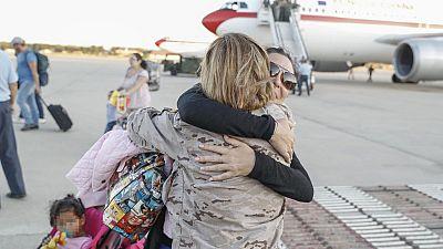 El avión fletado por el Ministerio de Exteriores para la evacuación de ciudadanos españoles afectados por el huracán Irma ha llegado a Madrid.Medio centenar de españoles residentes en San Martín, devastada por el huracán Irma, ha viajado a bordo de e