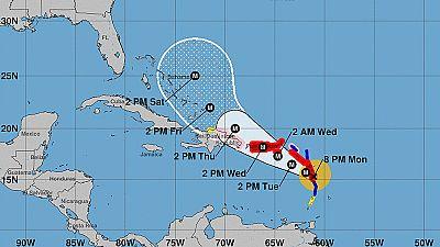 El huracán María oscila entre cateogría 4 y 5 en su avance por el Caribe