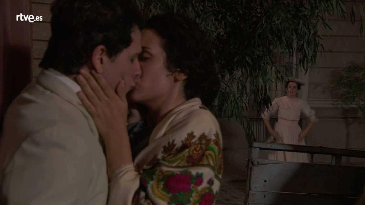 Acacias 38 - Lolita besa a Antoñito ¡y María Luisa los ve!