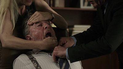 El Ministerio del Tiempo - Salvador, a punto de morir por una alergia a los cacahuetes