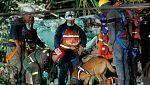 Los equipos de rescate trabajan contrarreloj para encontrar supervivientes del terremoto en Ciudad de México