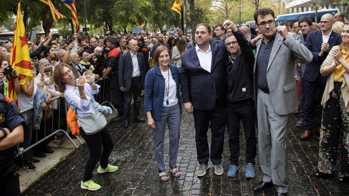 El juez deja en libertad con cargos a todos los detenidos por el referéndum
