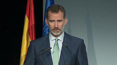 """El rey Felipe defiende el diálogo y el intercambio de ideas para resolver los """"grandes desafíos"""""""
