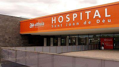Muere un joven por una peritonitis tras ir cuatro veces a urgencias con dolor a un hospital de Manresa