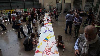 Referéndum en Cataluña: Colegios sin puertas para que la policía no pueda cerrarlos